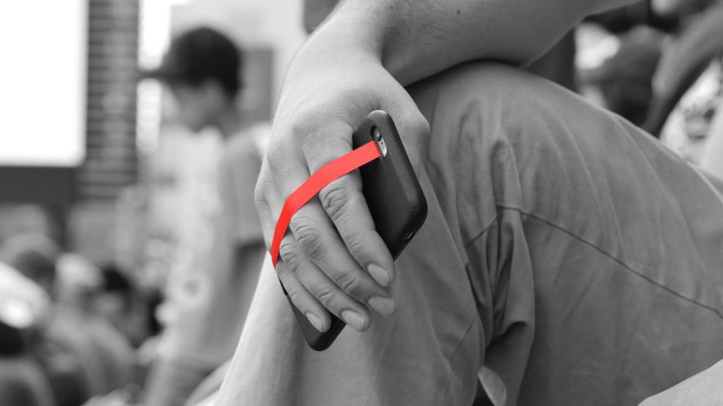 ninja-loop-red-holding-phone
